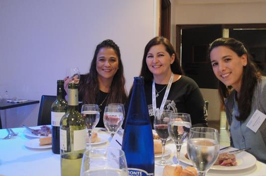 Sonia Shaw of Southbourne School of English and Lesley Brough of ITC Auckland and  Maria Garvia Soler of Yellow Pocket at the Lunch in QE Madrid