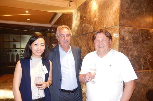 Annie Phan of VietPhil, Sean Bradshaw of ESE Malta and Petro Choma of Absolutely English.JPG (1)